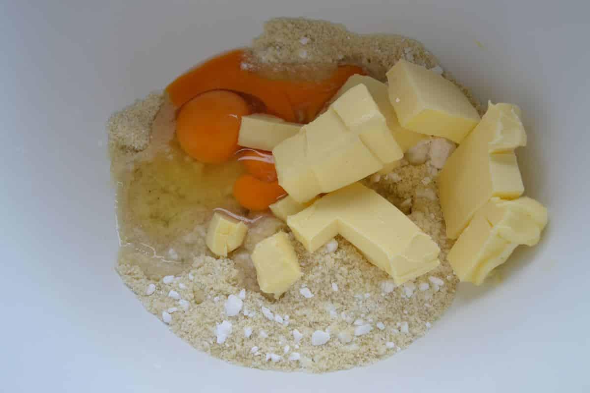Gemahlene Mandeln Eier, Butter und Puderzucker