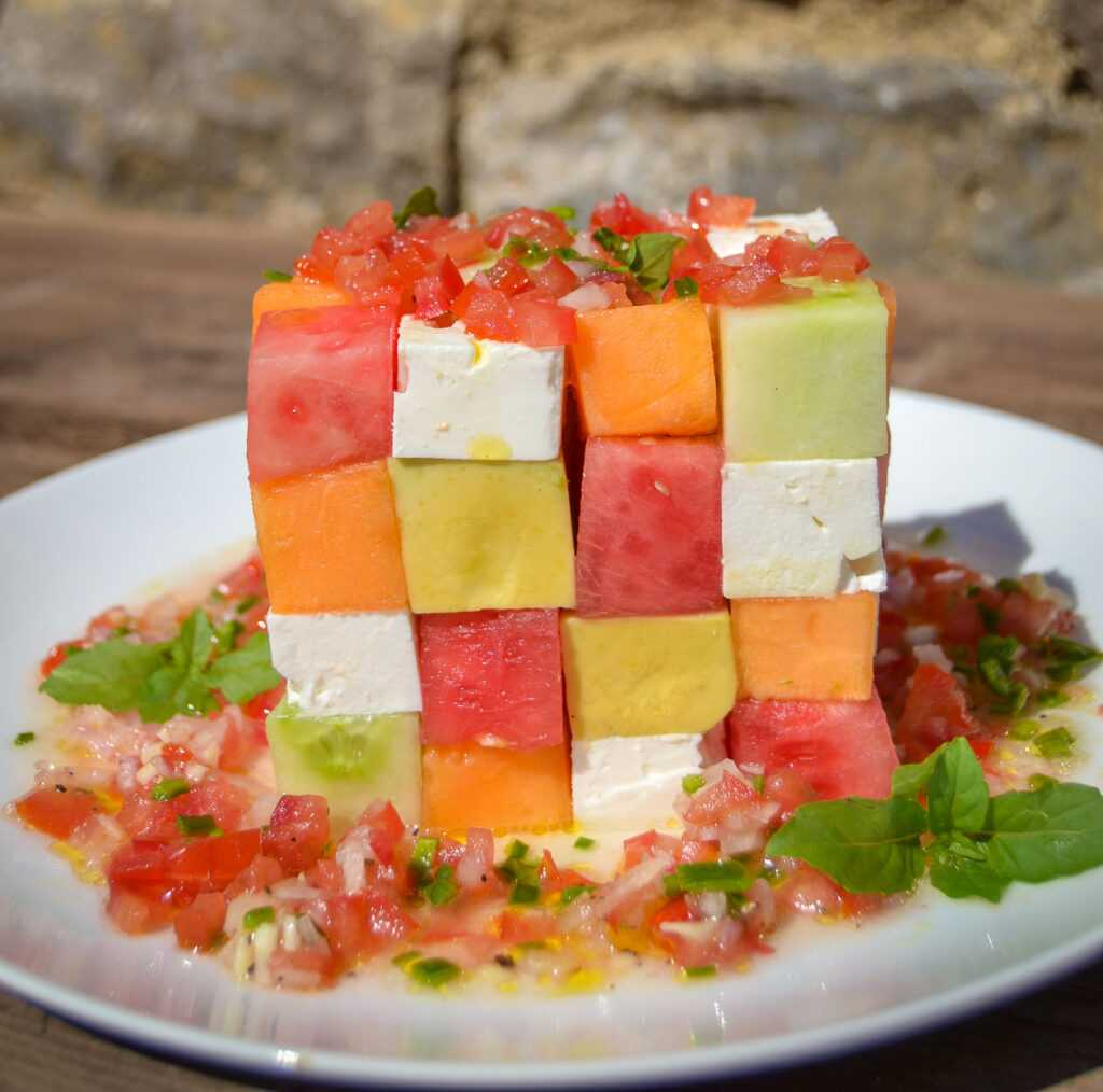 Melonensalat mit  Gurke, Feta und Avocado