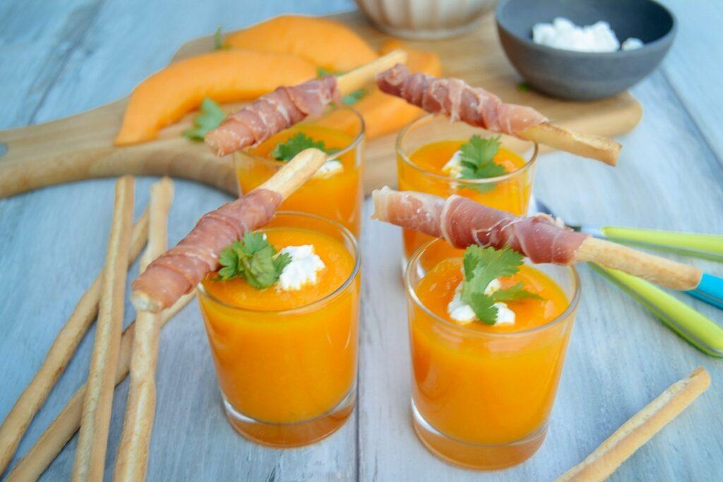Melonensuppe kalte Suppe mit Möhre und Serano Schinken