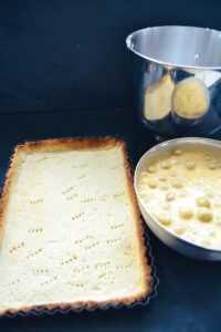 Mürbeteigboden und Stachelbeeren mit Pudding