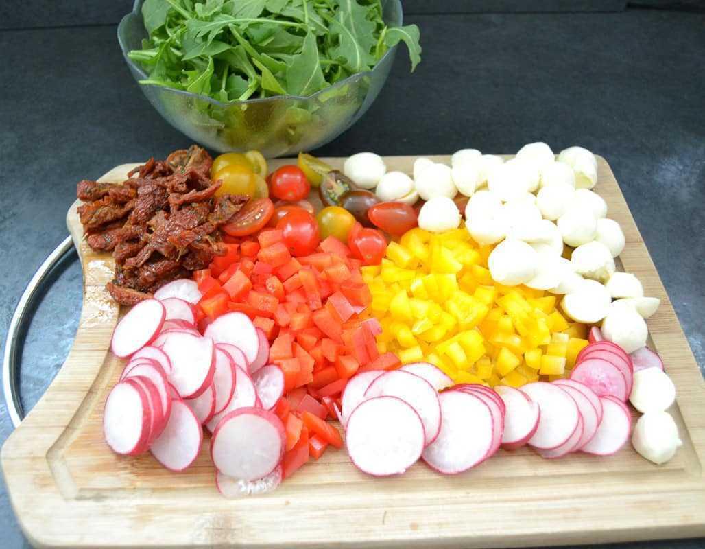 Rucola, Tomaten, Mozzarella, Paprika Würfel