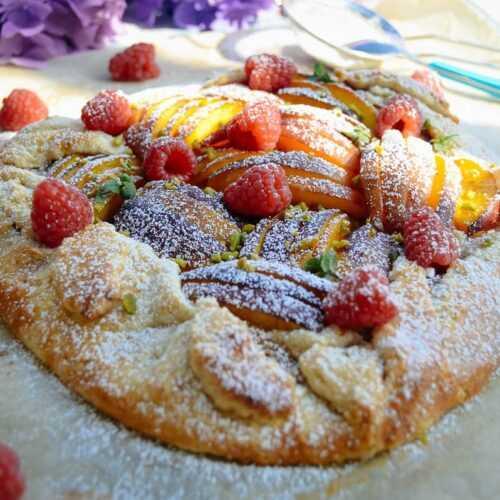 Galette Rezept Tarte rustique mit Nektarine und Himbeeren