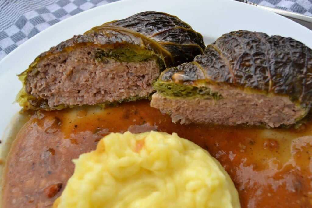 Kohlrouladen Rezept gefüllte Wirsingrouladen mit Hackfleisch
