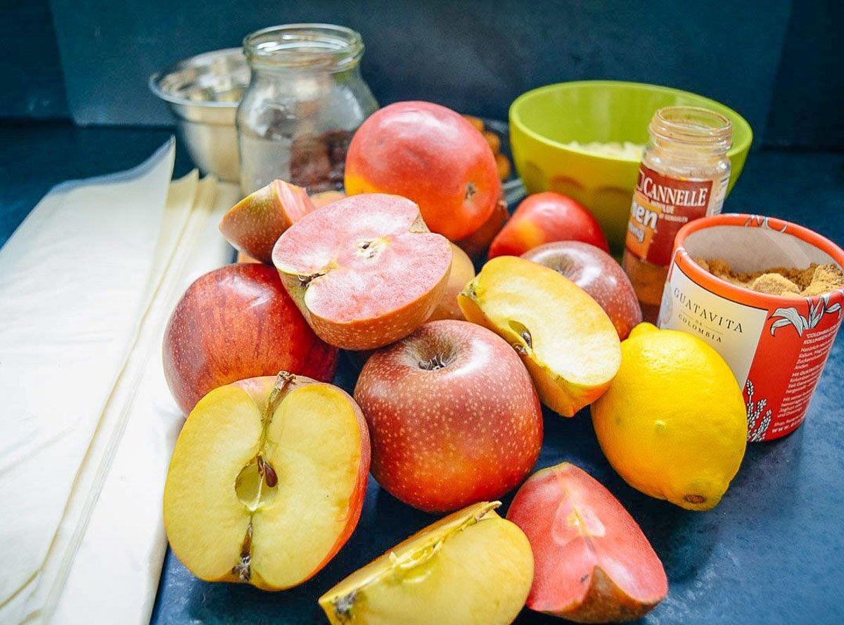 Zutaten Apfelstrudel, Strudelteig, Äpfel, Zucker, Zitrone
