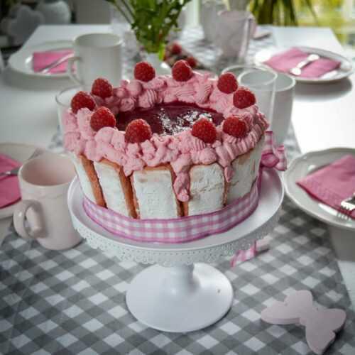 Löffelbiskuit Kuchen mit Himbeeren