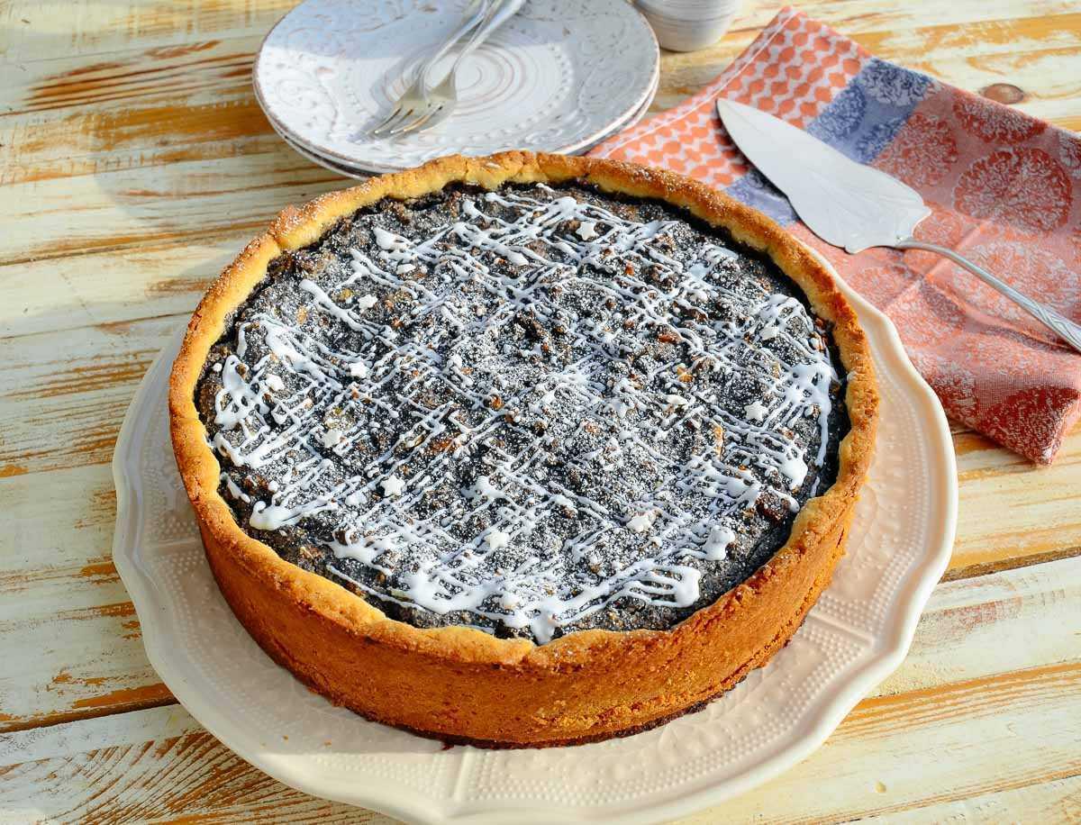 saftiger Mohnkuchen mit Zuckerguss