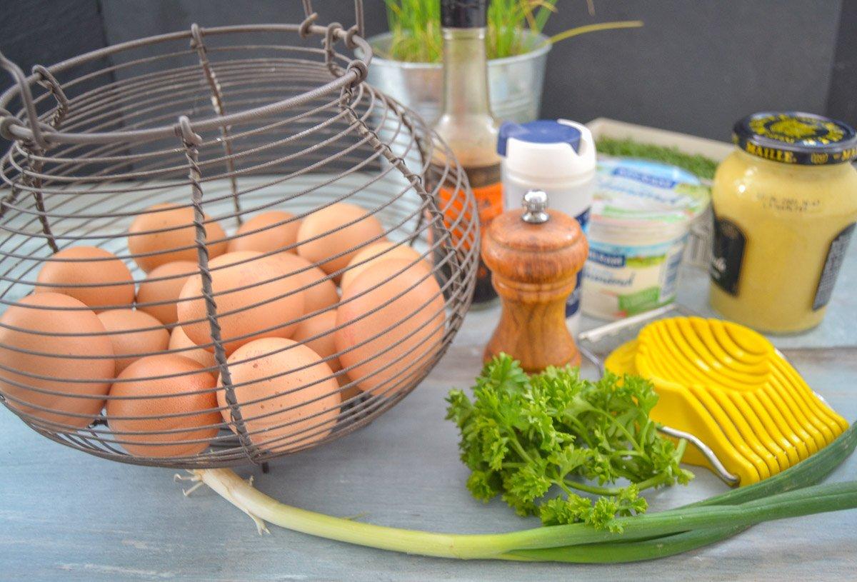 Zutaten Eiersalat Eier, Schmand und Senf