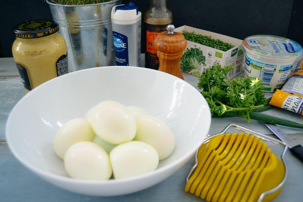 Zutaten Salat hart gekochte Eier, Schmand, Kresse, Senf, Mayonnaise, Salz und Pfeffer
