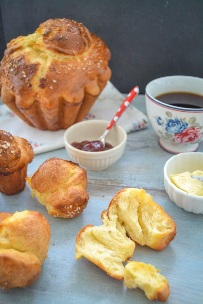 Fluffiges Butter Brioche mit Marmelade