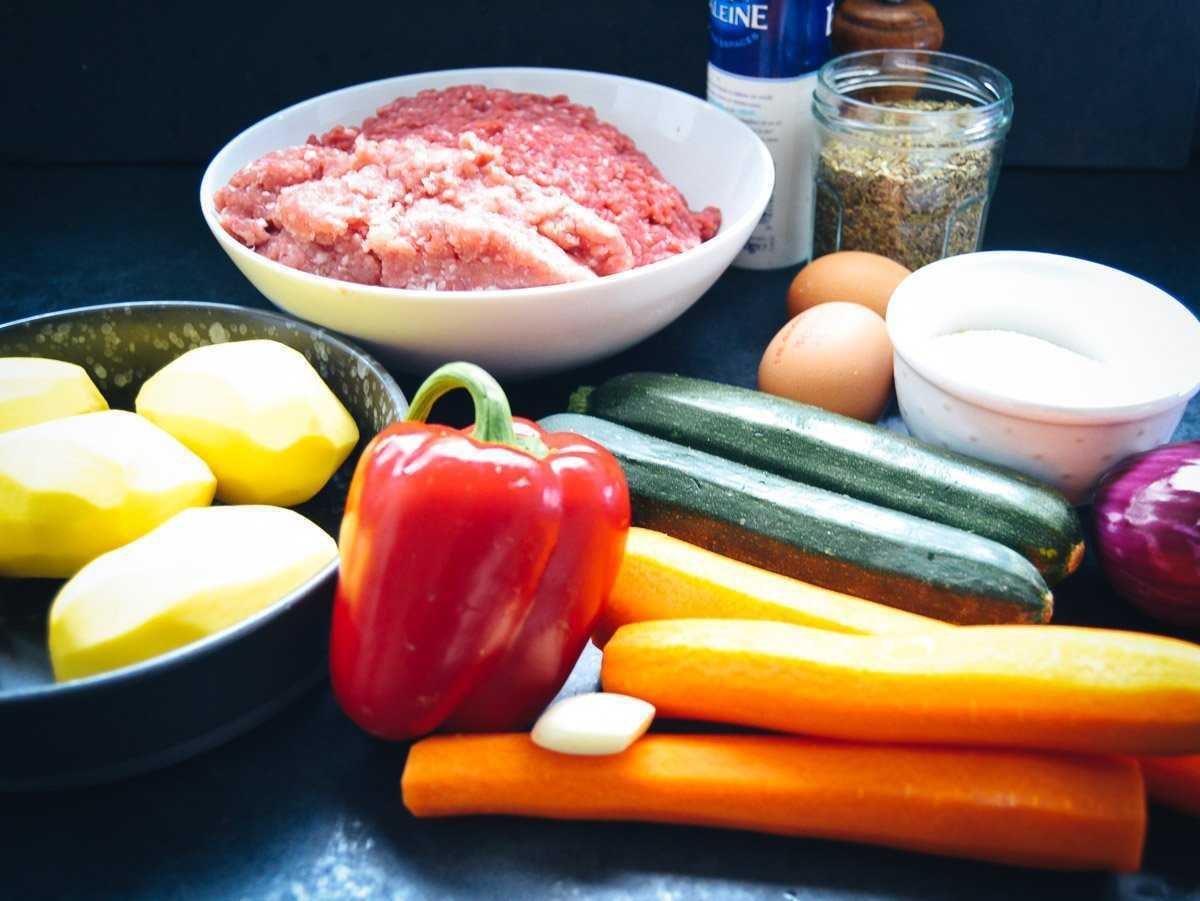 Zutaten Hackbraten, Hackfleisch, Karotten, Paprika, Zucchini, Eier, Zwiebel