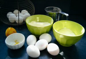 Zutaten Eier, Mehl, Zitrone und Zucker