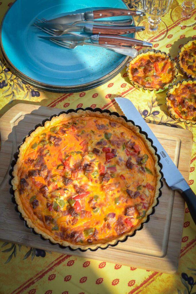 einfaches Quiche Rezept mit Chorizo und Paprika