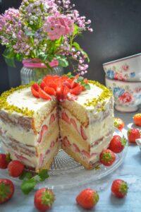 erdbeerkuchen-mit-pudding-und-biskuitboden-kochen-aus-liebe