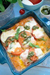 Hähnchenbrust im Backofen mit Tomate und Mozzarella überbacken