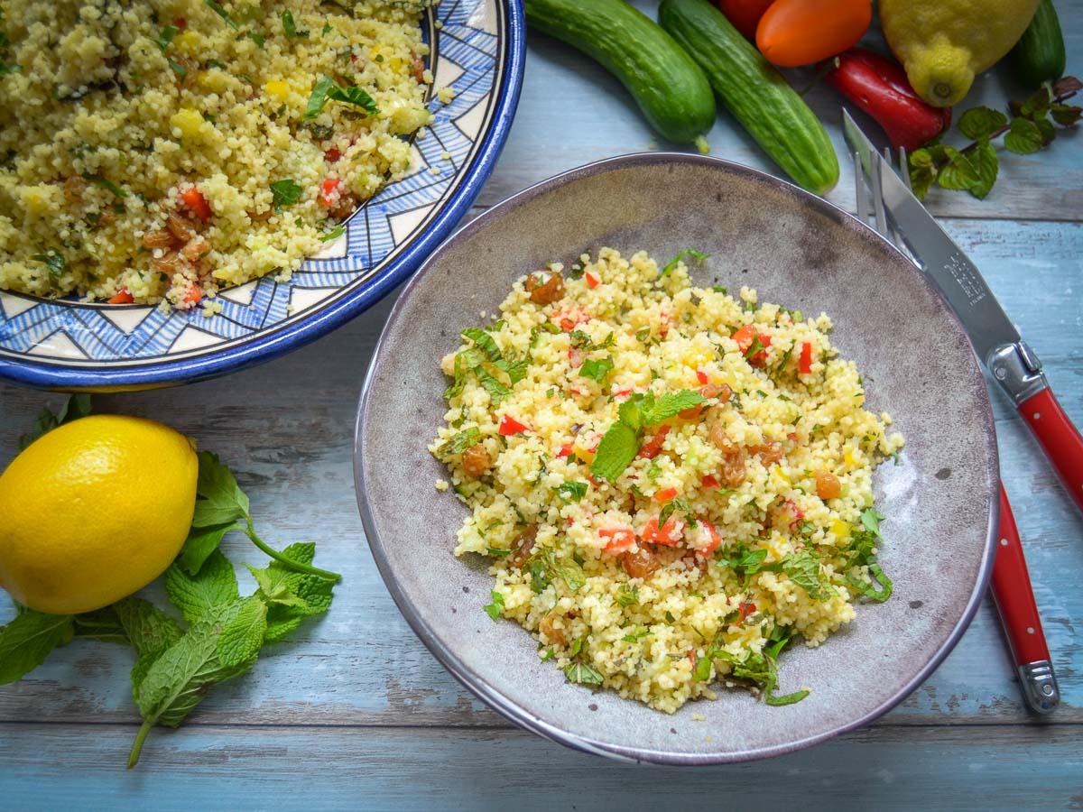 Couscous Salat Rezept mit Paprika, Minze und Gurke klassisches Tabouleh