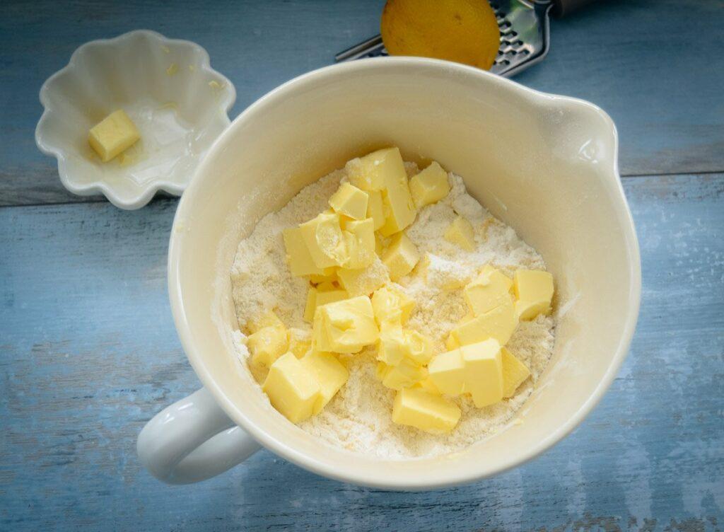 Zutaten Mürbeteig Rezept Mehl und Butter