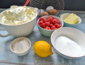 Zutaten Käsekuchen, Quark, Eier, Stärke, Zucker, Zitrone, Butter und Eier