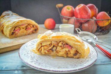 Einfaches Apfelstrudel Rezept mit Äpfel, Rosinen und Mandeln