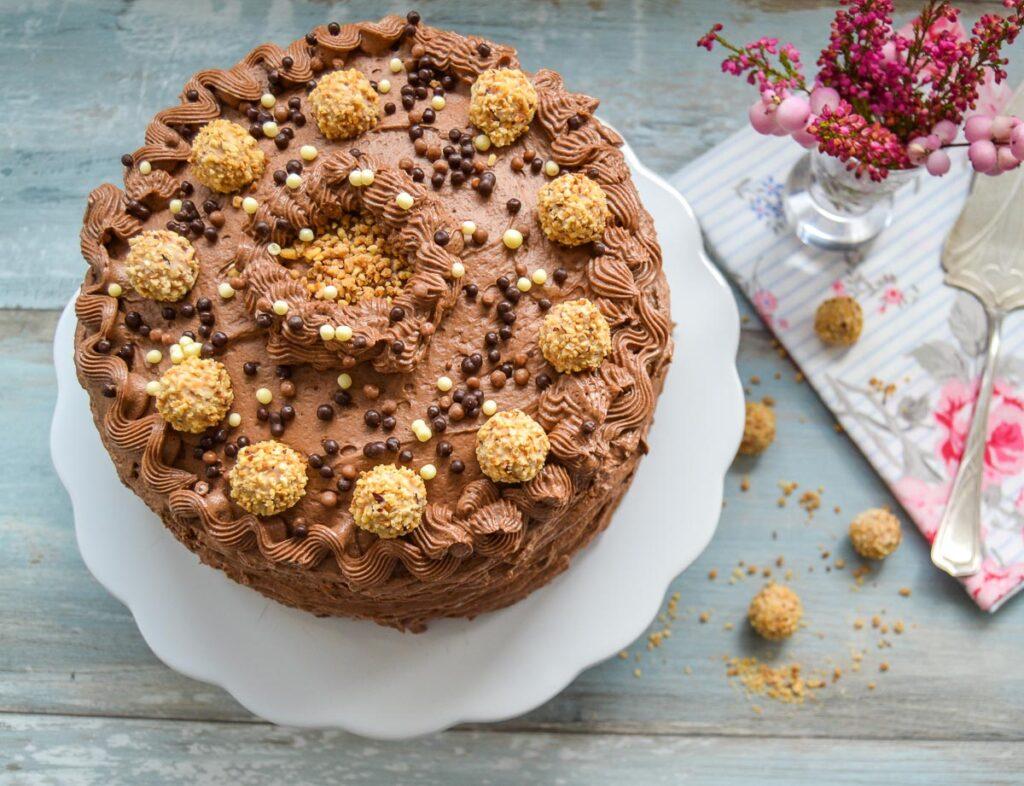 Nuss Nougat Torte mit Buttercreme und Giotto