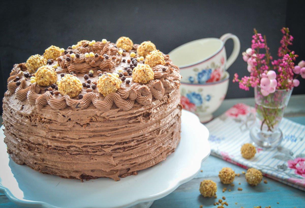 Buttercreme Torte mit Nuss Nougat  und Schokolade
