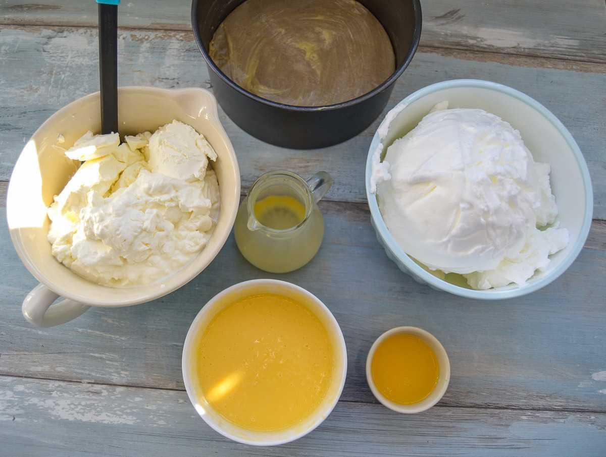geschlagenes Eiweiß, Butter, Quark und Eierlikör