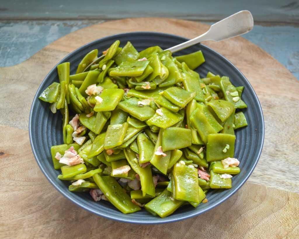 Grüne Stangenbohnen Rezept im eigenen Saft mit Bacon