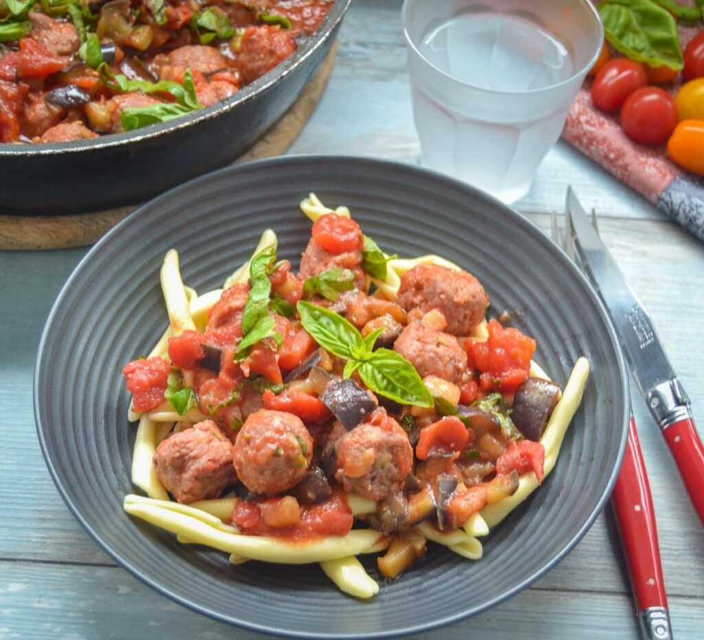Salsiccia Pasta mit Tomatensauce